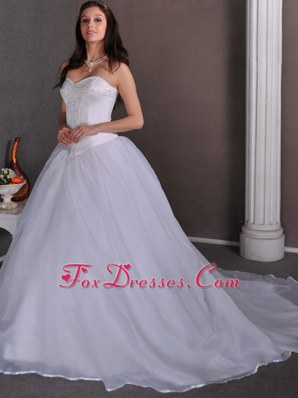 Popular A-line Sweetheart Chapel Beading Wedding Dress