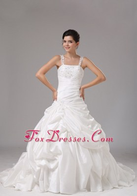 Popular Straps A-line Wedding Dress With Embroidery