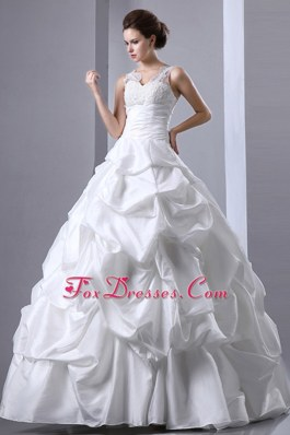 Popular Appliques Pick-ups Wedding Dress V-neck Ruch