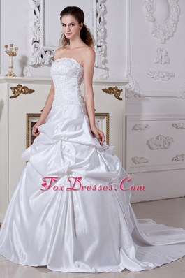 A-line Court Embroidery Wedding Dress Popular Style