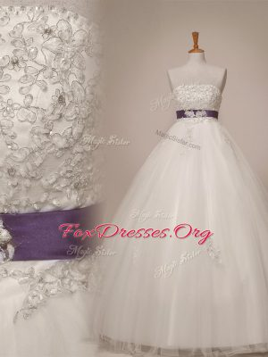 Luxury Beading and Appliques and Sashes ribbons Wedding Gown White Lace Up Sleeveless Floor Length