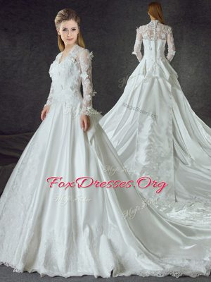 Long Sleeves With Train Zipper Wedding Dress White for Wedding Party with Lace and Appliques Chapel Train