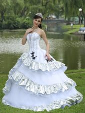 Appliques White Quinceanera Dress Taffeta Strapless