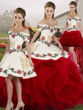 Vintage Off The Shoulder Sleeveless Lace Up Quinceanera Dress White And Red Tulle