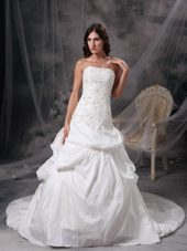Strapless Lace Court Train Appliques Wedding Gown