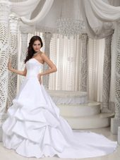 Classical Court Train Taffeta Appliques Bridal gowns
