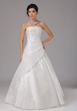 Fashionable Wedding Dress With Ruch Bodice Organza Strapless