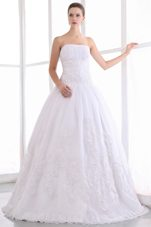 Luxurious Strapless A-line Floor-length Lace Wedding Dress