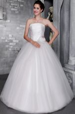Elegant Ruched Ball Gown Strapless Wedding Gowns with Hand Flower