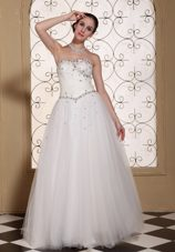 2013 Lovely Beaded Neckline Discounted Wedding Dress