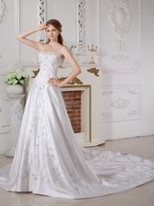 Elegant Appliques 2013 Wedding Dress Sweetheart Satin Train