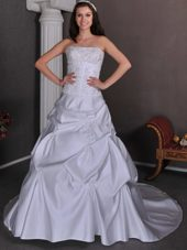 Classical Taffeta Appliques Wedding Dress Beaded Chapel Train