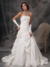 Hanmd Made Flowers Appliques Ruched Court Train Wedding Dress
