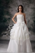 Cheap Strapless Floor-length A-line Wedding Dress with Appliques