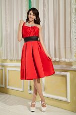 Red One Shoulder A-line Ruche Graduation Holiday Dress Knee-length Satin