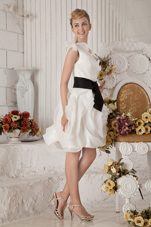 One Shoulder White Rolling Flowers Graduation Dresses Belt