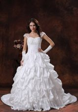 Appliques Sweetheart Neckline White Wedding Dress