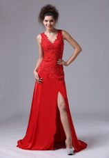 V-neck Red Appliques Brush 2013 Pageant Evening Dress