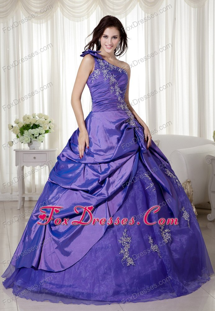 new arrival quinceanera gowns with petticoat