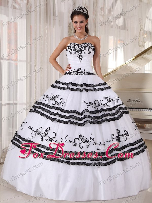 2013 White and Black Sweetheart Embroidery Quinceanera Dress