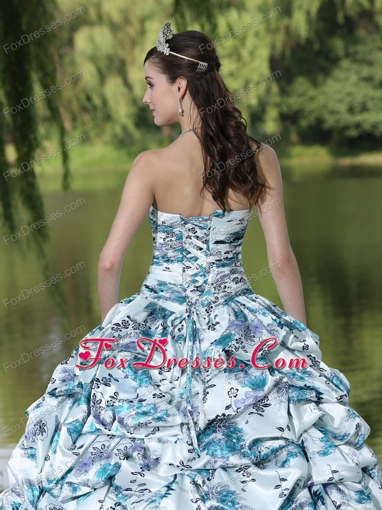 sweet dresses of 15 quincenera invitations