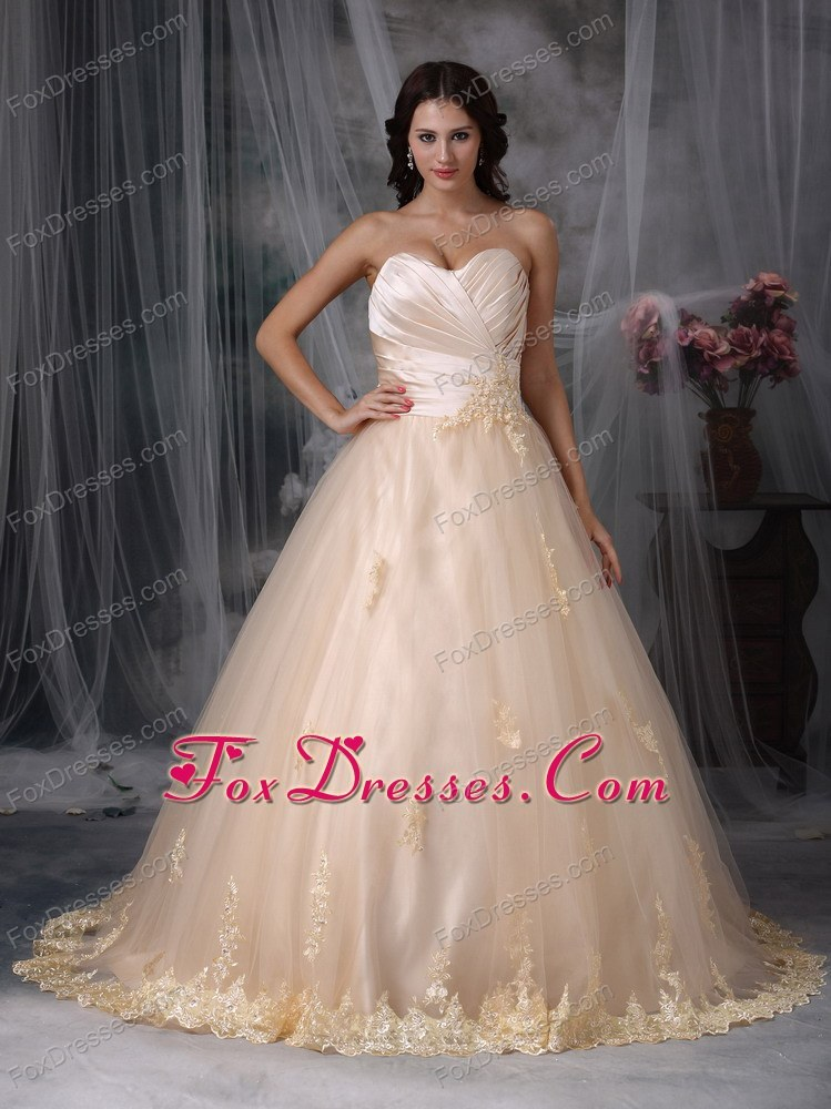 Princess Sweetheart Appliques ruched Wedding Dress with Champagne Color