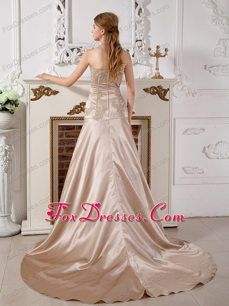 classy summer sleevelessbridal gown