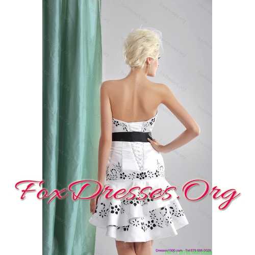 Elegant Sweetheart Short Wedding Dresses with Emboidery and Bownot