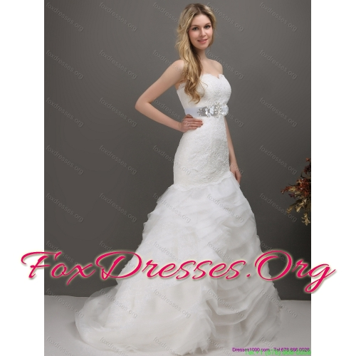 Elegant Sweetheart Wedding Dress with Lace and Appliques