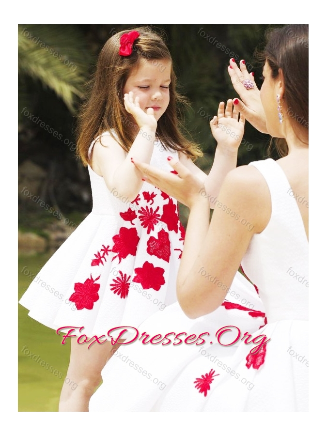 New Style Embroidered Prom Dress with Knee Length and Hot Sale Scoop Little Girl Dress in White