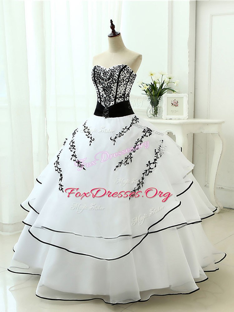 Modest Organza Sweetheart Sleeveless Lace Up Beading and Appliques Quince Ball Gowns in White