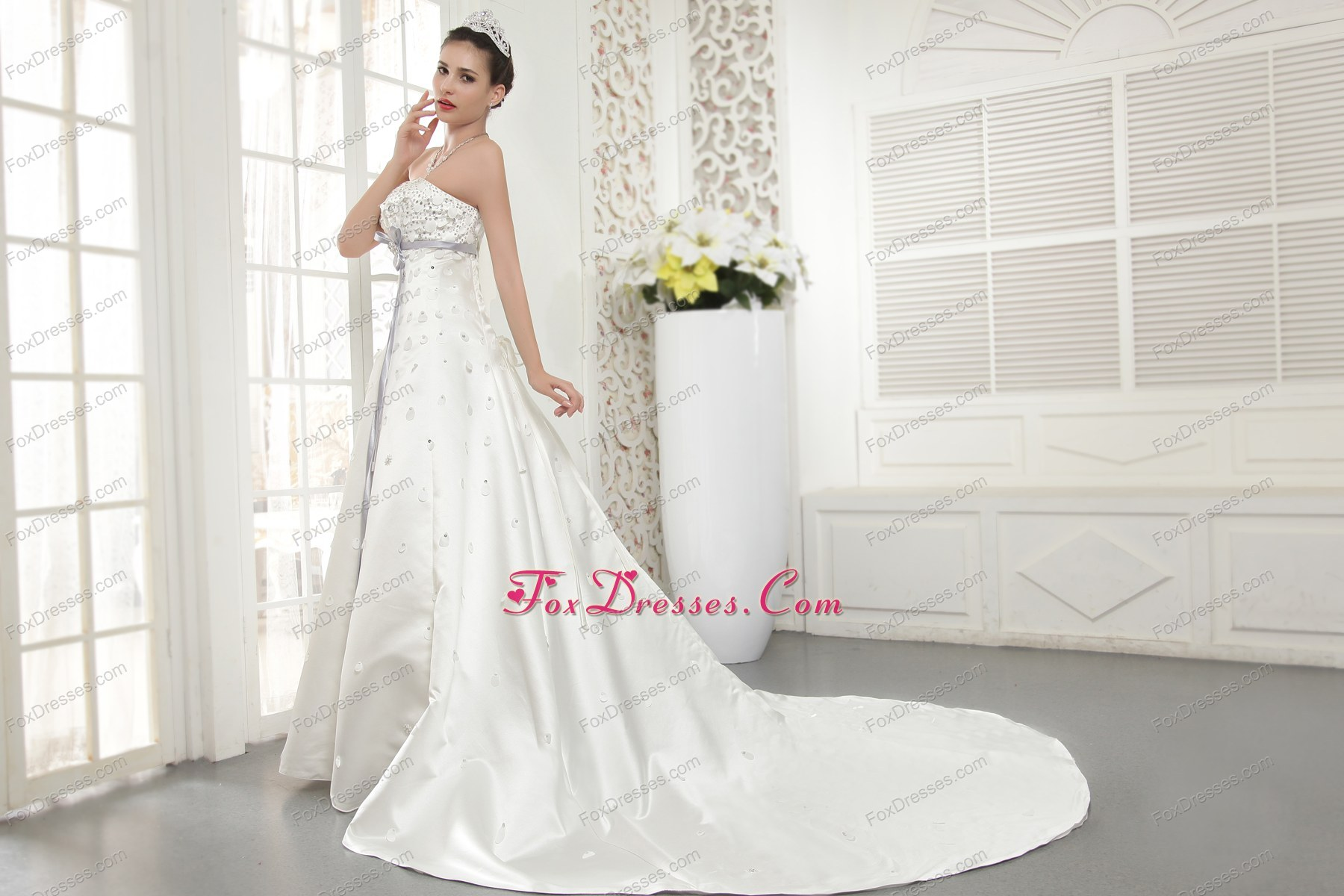 Modern Princess Strapless Wedding Dress Court Train Satin Beading