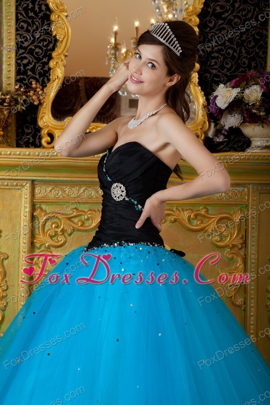 impressive dresses for a quinceanera with tiaras