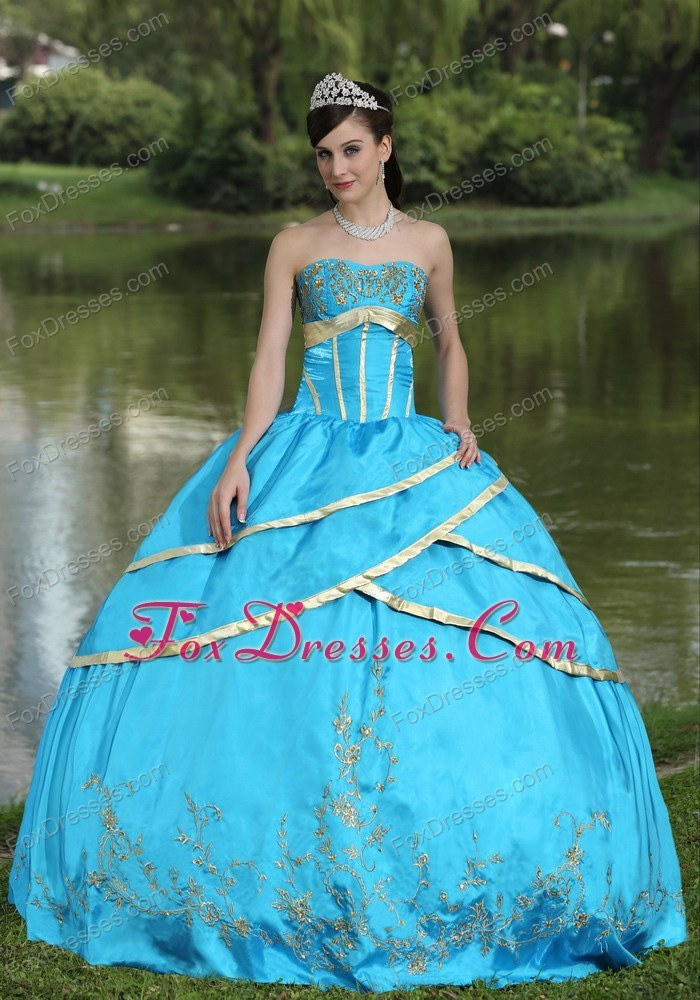 Cheap 2013 Designer Embroidery Blue Quinceanera Gowns