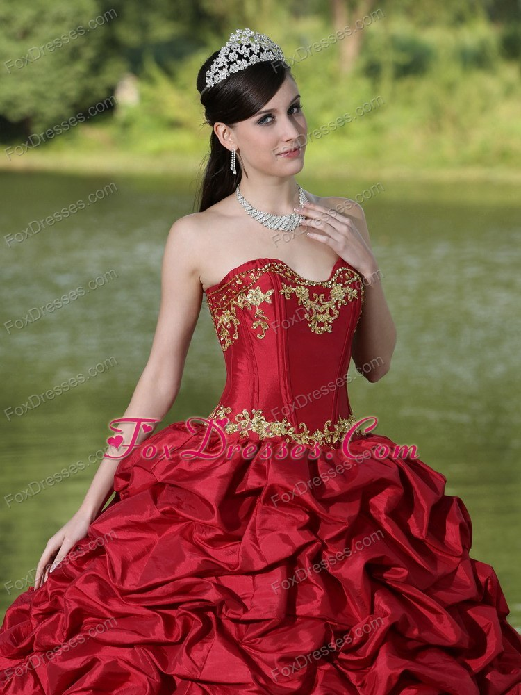 elegant quinceanera dress with jewelry and tiara