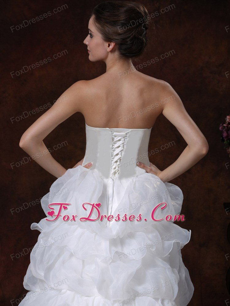 how to buy lovely lady of the bridal dress