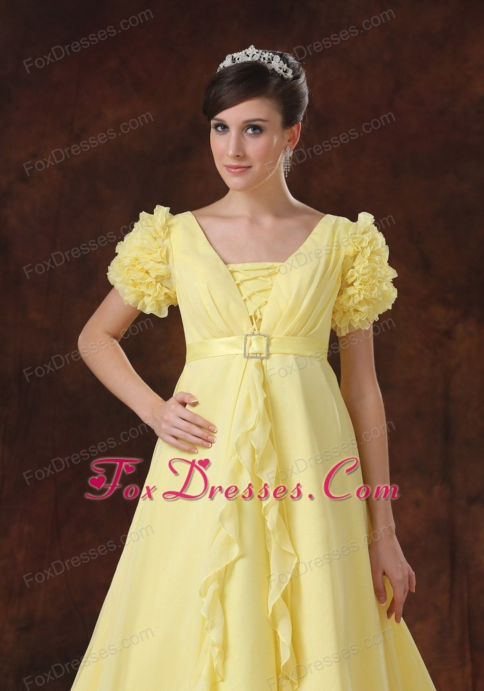 Yellow Square Short Sleeves Flowers Wedding Dress Train
