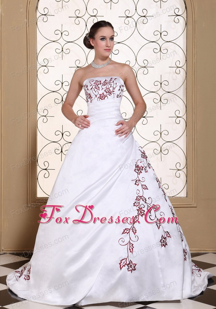 Red Embroidery Satin Plus Size Wedding Dress 2013 Train