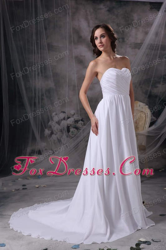 how to pick wedding dress with court train for the bride