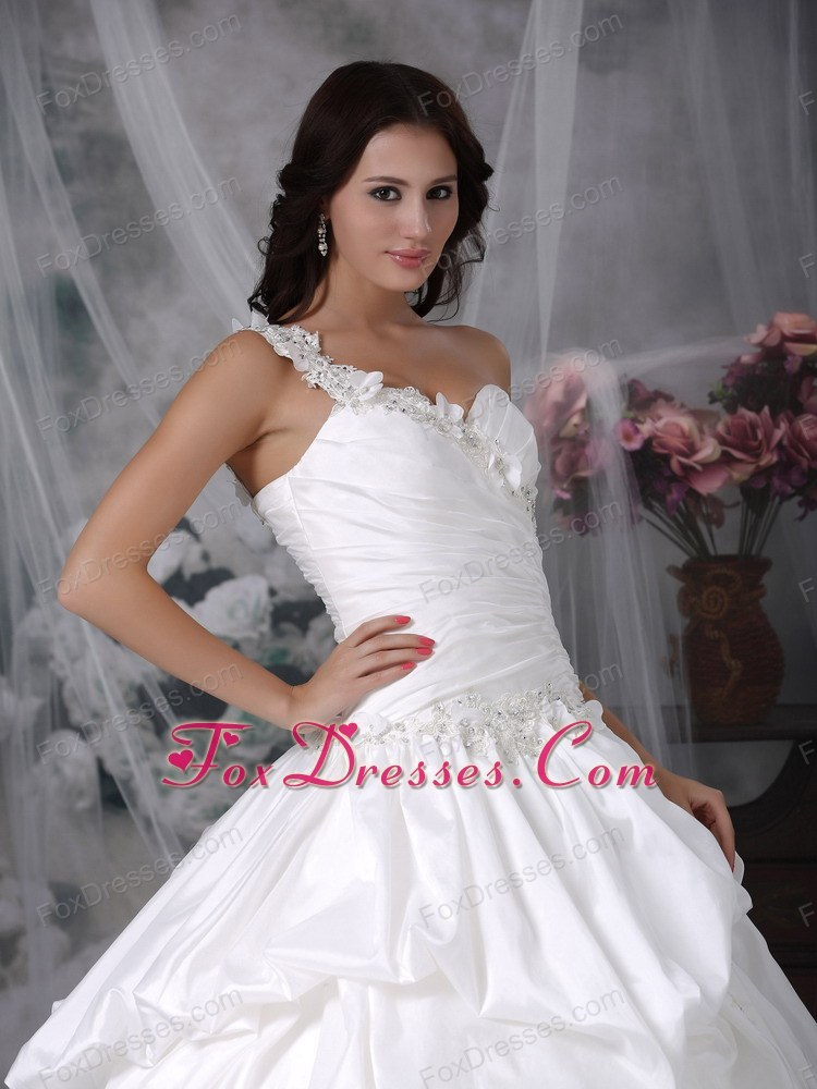 spring prom wedding gowns with appliques