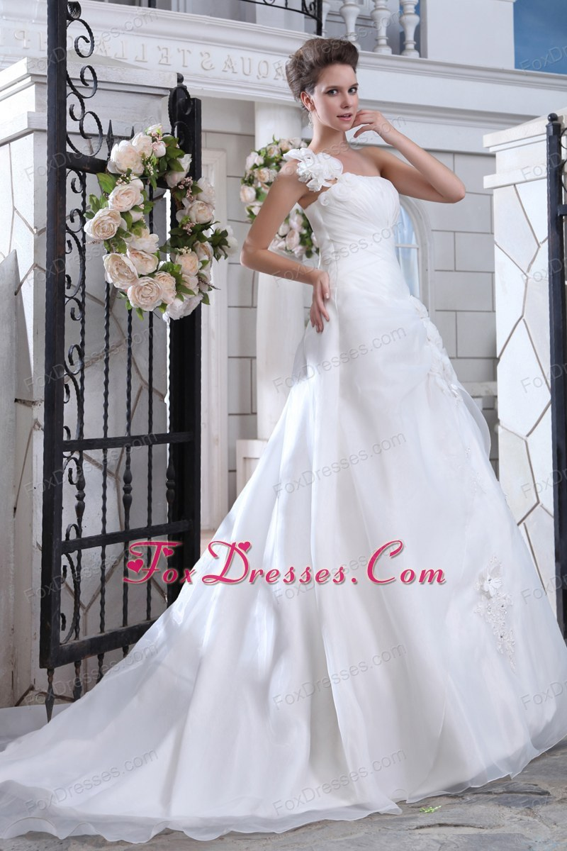 dreamy bride dress with sleeveless