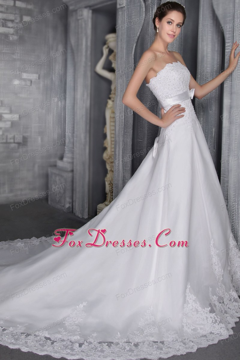 warm ritzy beauty wedding dress in winter