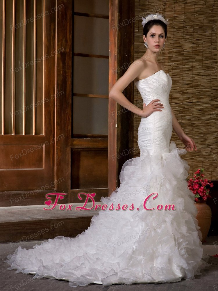 sleeveless amazing wedding dress