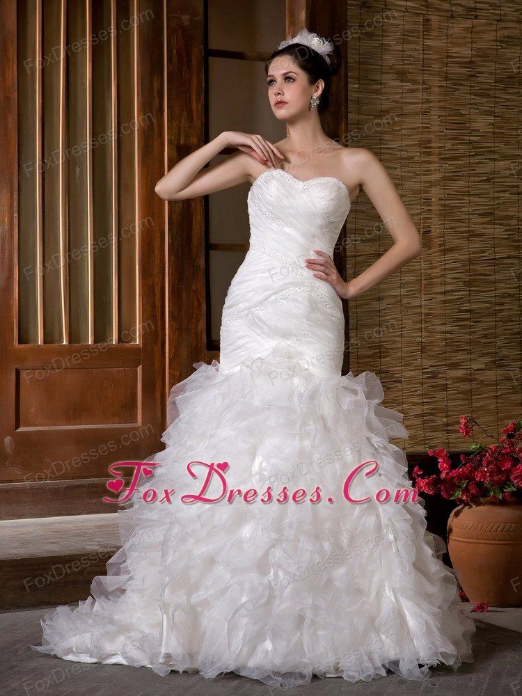 beautiful wedding dress for wedding ceremony